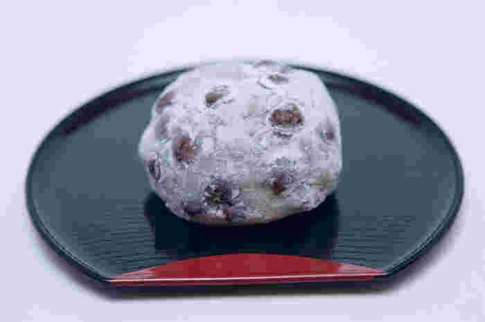 また、大福の生地は薄いにも関わらず、餅の食感がしっかりあります。一度食べたらクセになるといわれる松島屋の豆大福を、ぜひ味わってみてください。