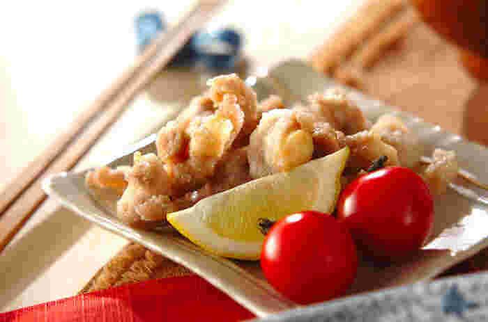 一般的には、鶏の唐揚げは鶏もも肉がよく使われます。しかし、鳥ナンコツの唐揚げもおすすめ。柔らかジューシーな鶏もも肉とは違い、コリコリとした食感を楽しむことができますよ。