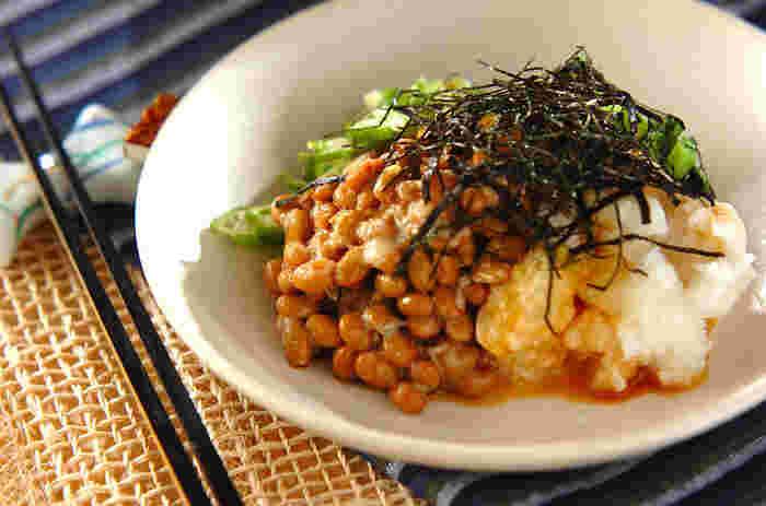 納豆・オクラ・長芋・モロヘイヤを合わせたスタミナ補給のレシピは、醤油とわさびでシンプルに。ごはんにかけて丼ぶりにしたり、冷奴にかけたりといろんな料理に大活躍!キムチやたくあんをプラスするのもおすすめです。