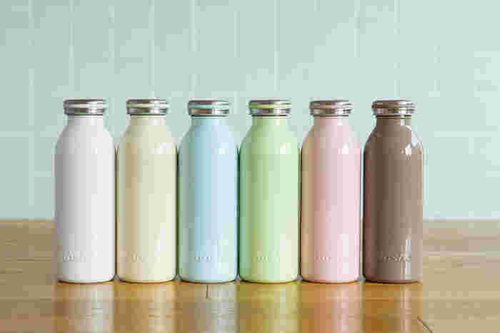 株式会社ドウシシャの、一味違うカタチを追求したニューステンレスボトルブランド、mosh!(モッシュ!)。 牛乳瓶をモチーフとした形は、どことなくレトロで懐かしい雰囲気が漂います。カラーバリエーションも11種類と豊富です。