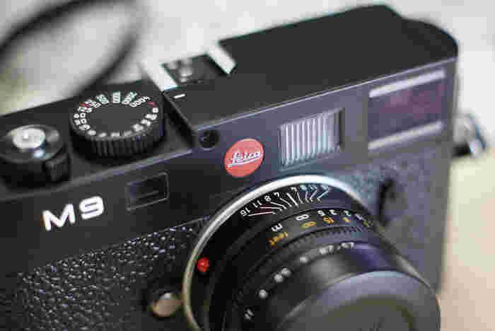 まるで工芸品のように細部のデザインまでこだわりを見せるLEICA M9。 その良さは見るだけではなく触って使ってみないとなかなかわからないのです。