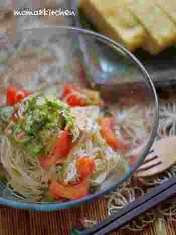 """カッペリーニに変えて素麺でこしらえた""""冷製パスタ""""!白醤油効果で茶色くならない仕上がりに。柚子胡椒でピリッとしたアクセントをつけて。"""