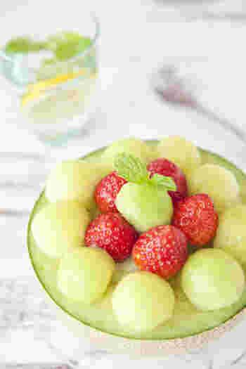 甘口系の白ワインなら、フレッシュなフルーツもおつまみになります。ワインの材料はぶどうなので、相性は間違いなし!実際に白ワインと果物を使ったゼリーもあるくらい、はずさない組み合わせです。食後のデザート感覚で楽しんでみてください。