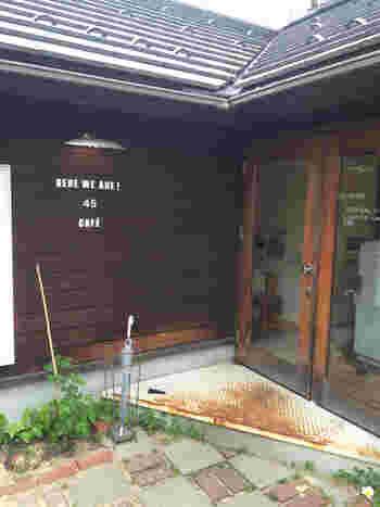 「45 CAFE(フォーティーファイブカフェ)」は、ウッド調でナチュラルな、呉羽町にある山小屋風カフェです。店内は15席ほど、落ち着いた空間の中で静かに過ごせるでしょう。