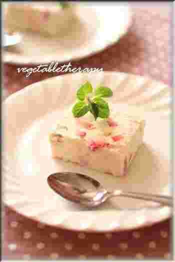 フレッシュなイチゴと、柚子の皮を加えた爽やかなヌガーグラッセ。オリーブオイルやきび糖を使い、体に優しい仕上がりに。