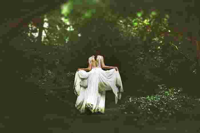 アンティーク風ウェディングドレスで、誰にも負けない唯一無二の花嫁に。 一生に一度の忘れられない記念日に、きっと花を添えてくれるはずです。