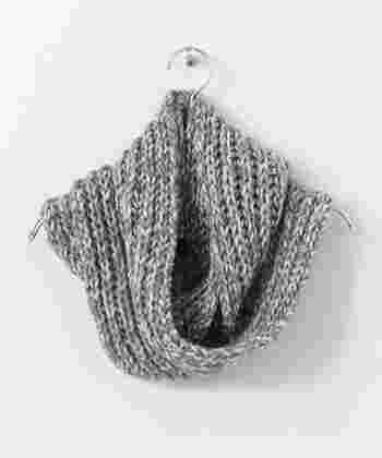 表目と裏目を交互に編むゴム編みは、ゴムの用に伸び縮みするのが特徴です。簡単で見た目もお洒落♪