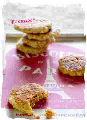 フライパンでもクッキーがつくれちゃいます。グラノーラ入りで食感も楽しく、砂糖の代わりにメープルシロップを使って香りも楽しめる一品♪