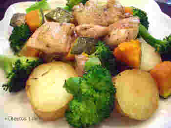 大きめにカットした温野菜と合わせると、ボリュームのあるメイン料理に仕上げることもできます。お野菜もいっぱい食べられるのがうれしいですね。