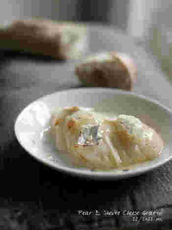 洋ナシとシェーブルチーズを使ったフルーツグラタン。このままトーストやバゲットに乗せてもよさそうですね。洋ナシ以外にも、イチジクなどでも美味しくできるそうですよ。