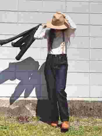 サスペンダーのベージュが帽子や靴とリンクしているので、まとまり感がありますね。サスペンダーがしっくりなじむので、初心者にもおすすめ。