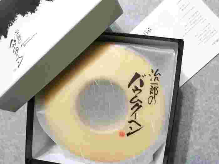 箱はシックな和テイストなので、目上の方への手土産として贈るのもいいですね。静岡県浜松市が本店の<治一郎>ですが、今では都内でも買える人気のバウムクーヘンです。