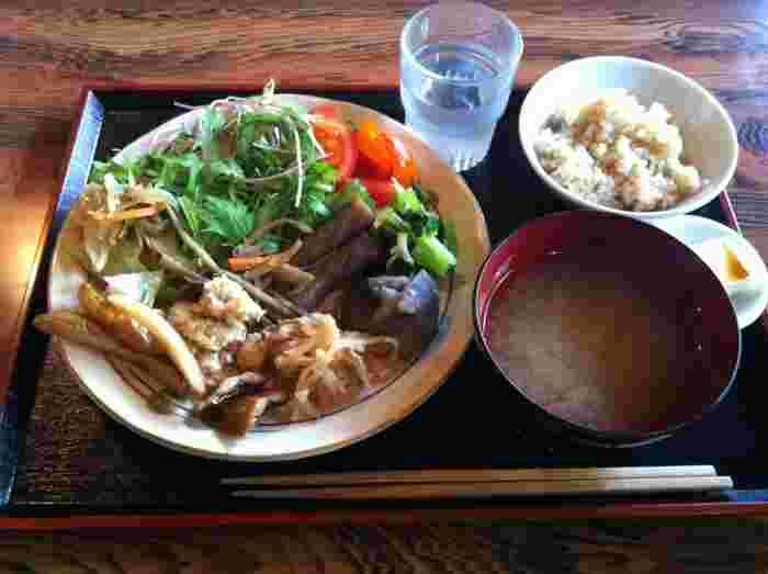 国産有機・無農薬・減農薬の京野菜が使われた料理の数々は、身体に優しく、滋味豊かな味わい。調味料も無添加のものを使っています。