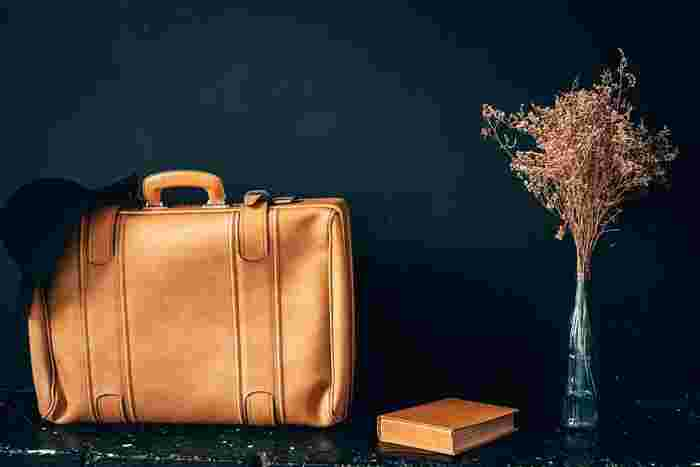 本格仕様の革のバッグをお土産にいかがでしょうか。イタリアならではの高品質なバッグは、長年使える逸品揃い。
