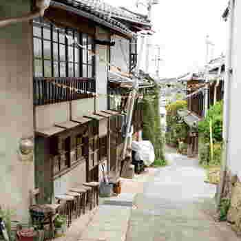 尾道で人気の小さなパン屋さん。千光寺山へ登る坂道の途中にあります。古民家を利用していて、とても素敵な佇まい。