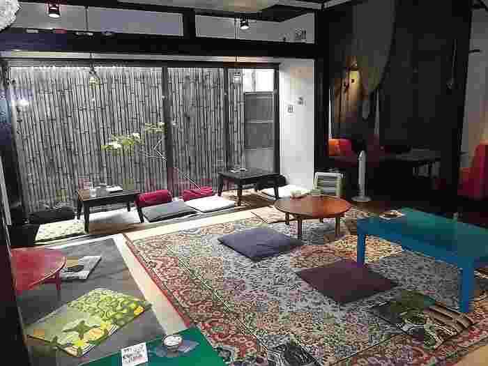 タテマチストリートから横道を入ったところにある築100年以上の金沢町家を改装した古民家カフェ。
