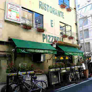 肥後橋駅から徒歩4分、靭公園の北側にあたる京町堀にあるのは、イタリアンレストラン【Santa Lucia】(サンタ ルチア)。イタリア人シェフがオーナーを務めるお店で、本場のイタリアンをたっぷり味わえます。