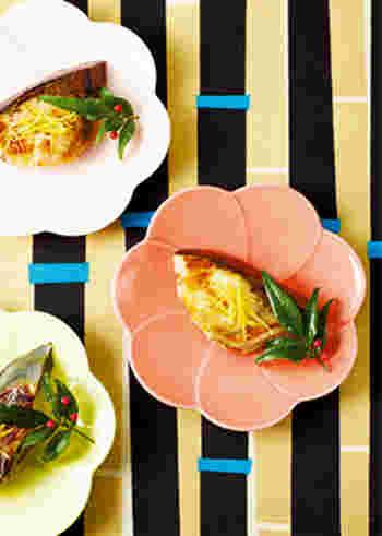 こちらは、塩麹や甘酒に漬けてから焼くブリの焼き魚です。漬けておく時間は2時間程度でOK。フライパンで焼けるのも嬉しいポイントです。仕上げにゆずの皮の千切りを飾りましょう。