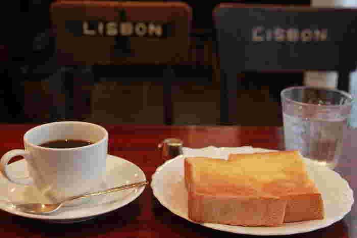 シンプルなブレンドコーヒーとトースト。昔ながらの変わらない味にとにかくホッとします。