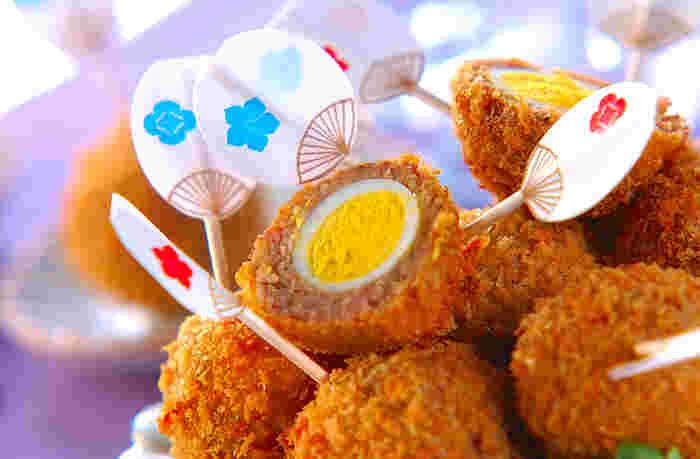 ウズラの卵で作る「ミニスコッチエッグ」。切り口を存分に生かして盛り付けしてみてくださいね。