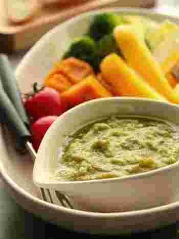 こちらのレシピは、生クリームをつぶしたアボカドで代用しています。完熟のアボカドを使ってくださいね。