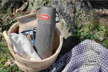 コップ付きの水筒は、子供と一緒に使いたい時にも便利。またピクニックなどに持って行く時にもおすすめです。ドイツの魔法瓶メーカー、ヘリオスの水筒は保温能力も高く、中瓶がガラス素材なのでコーヒーや紅茶の香りを損ないにくいメリットもあります。