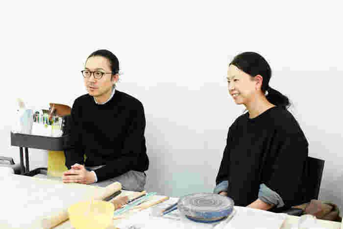 富岡さん(左)と伊藤さん(右)。同じ会社で働いていても、役割分担がしっかりしているため、仕事のことで意見が対立することはないのだそう