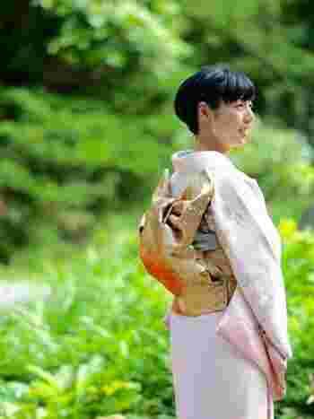 淡い色合いのものを選ぶと、日本人女性をより上品に、美しく見せてくれます。