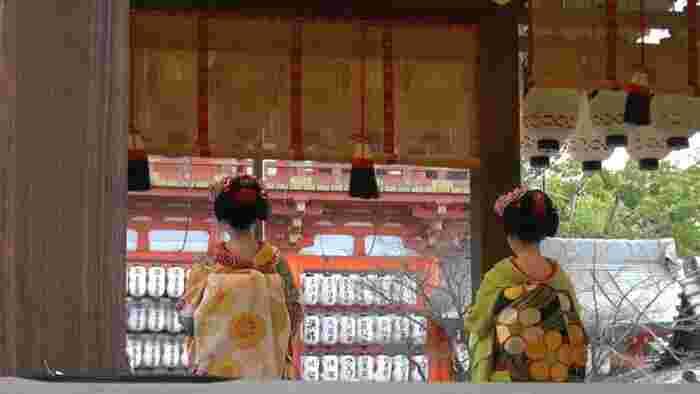 邪気には流れる方向があるため、きちんと回る順番があります。北東から邪気が現れると言われているので、そこから時計回りに移動します。北東にあるのが「吉田神社」、そして次の南東にある「八坂神社」、南西にある「壬生寺」、最後の北西にある「北野天満宮」の四神社をお参りします。
