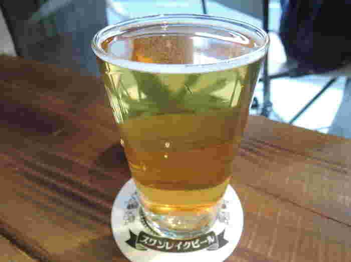 「スワンレイクビール」の地元、新潟産米コシヒカリを使用した「越乃米こしひかり仕込み」は、すっきりとした飲みやすさに、スパイシーさと花の香りが特徴。キレがよく香りが豊かでお代わりしたくなるおいしさです。