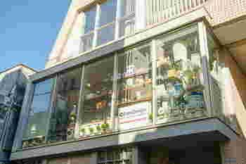 free design(フリーデザイン)は、「上質な暮らし」をコンセプトに、北欧をはじめ世界各地から取り寄せた、使いやすさとデザインにこだわったおしゃれな雑貨を取り扱っています。実店舗は、住みたい街NO.1にも選ばれた東京の吉祥寺にあります。