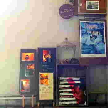 2007年オープンの「レキュム・デ・ジュール」。新しい喫茶店ですが、レトロな雰囲気のお店です。