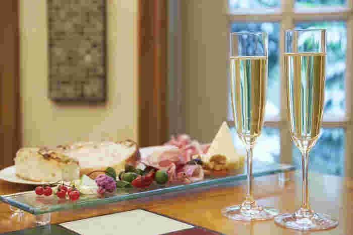 一流シェフが作り上げる料理の味や美しさは素晴らしく、数多く用意されているどのワインとも相性が抜群です。