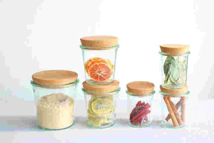 ドイツの老舗ガラスメーカー「WECK(ウェック)」。1900年の創立から研究と実験を重ね非常にシンプルで安全な密閉保存容器を開発。保存された食品の品質や容器本体の安全性など、こだわりぬかれた製品は、信頼できる確かなものばかりです。