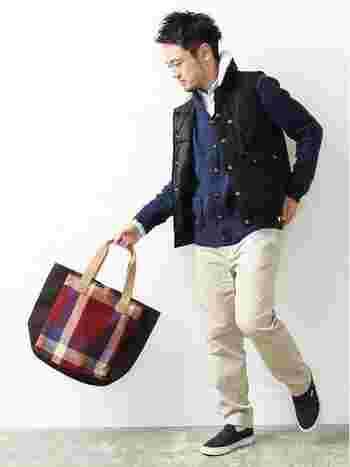 ユニセックスなデザインも多いハリスツイードのバッグ。 プレゼントやさりげないペアコーディネートにもぴったり◎