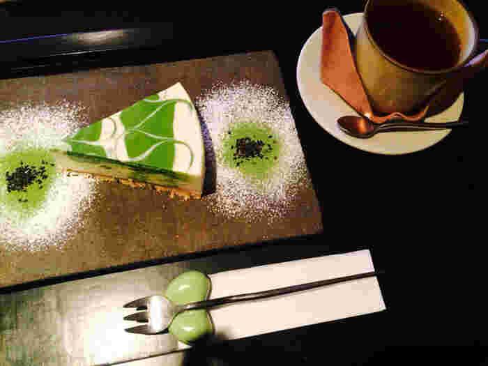 一番人気は、京都「一保堂茶舗」の抹茶を使った「抹茶レアチーズケーキ」。京都らしく上品な味と評判。