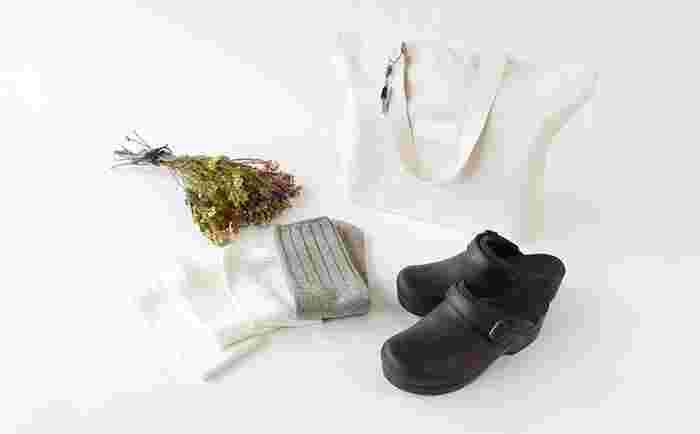 冷え取りや足のむくみ対策には、靴もDANSKO(ダンスコ)などのサボタイプのものがおすすめです。足の締め付けを防いで、通気性が良くなるので、一石二鳥ですね。