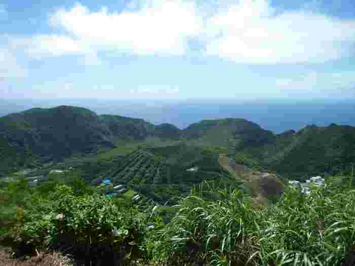 丸山は1785年の大噴火によってできた2つの旧火口をもつ内輪山。「オフジサマ」とも呼ばれているそうです。