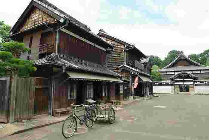 江戸東京博物館の分館として、文化的価値の高い建造物を移築されている「江戸東京たてもの園」。約7haという広大な敷地には、江戸時代から昭和までの建造物が集められています。