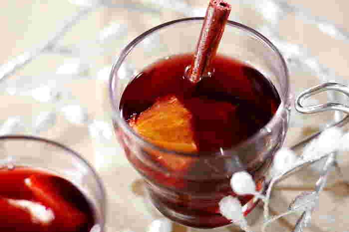 寒い北欧地域では、とっても愛されているポピュラーな飲み物「グロッグ(glögg)」。日本ではあまり飲む習慣のないホットワインですが、このクリスマスを機会に試してみるのはいかがですか?