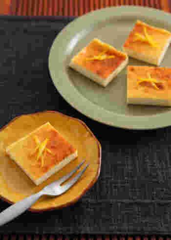 ビールとスイーツを合わせるのも楽しみのひとつ。「ホワイトビール」には、レモンなどを絞ったさっぱりおつまみが合いますが、レモンのスイーツを合わせてみるのも良いでしょう。こちらは少しひねりが欲しいときにもぴったりの、柚子を使ったチーズケーキです♪