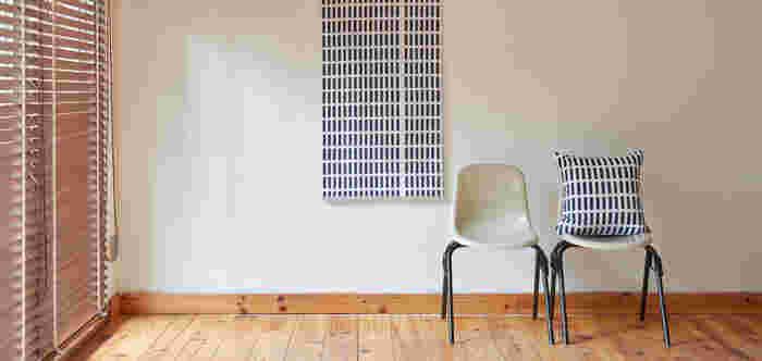 こちらは「artek(アルテック)」社の人気デザイン、「SIENA(シエナ)」を使って作られたオーダータペストリー。サイズ感はそこまで大きくありませんが、クッションと同柄のタペストリーを飾ることで、お部屋全体の雰囲気にまとまりが出ています。