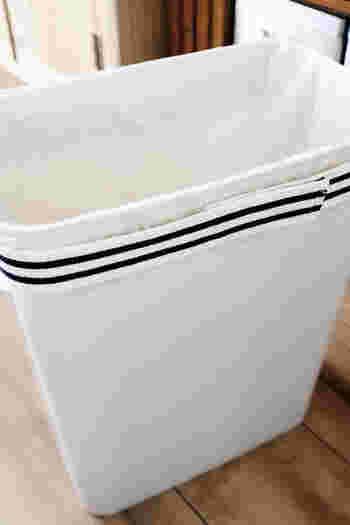 このようにゴミ袋のヒラヒラをピタッと固定してくれるのですっきりですね。 重みのあるゴミを捨てたときに袋ごと下がってしまわないところも◎ ゴミ箱の悩みを解消して、使いやすいキッチンを目指しましょう♪