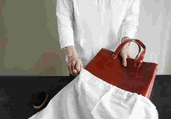 不織布の袋などにひとつずつバッグを入れて、保管しましょう。直射日光を避けて、風通しの良いところに置くなど保管場所にも気を配ります。