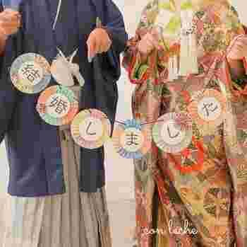 結婚式の写真を撮る時に使えるモビール。和装に合うのは和柄を使った折り紙ならでは。