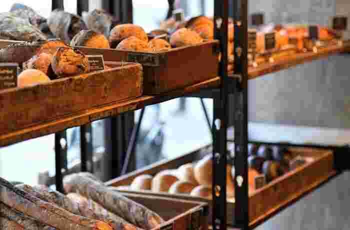 天然酵母で作られているので噛みしめるほどに酵母と小麦の甘い香りが口いっぱいに広がります。