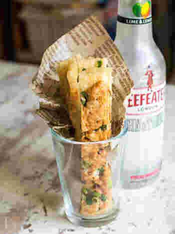 油揚げを使った低糖質のヘルシースティックは、電子レンジで加熱するだけでパリパリに。食感と明太チーズが相まって、やみつきになる美味しさです。パパッと作れる手軽さがGood!