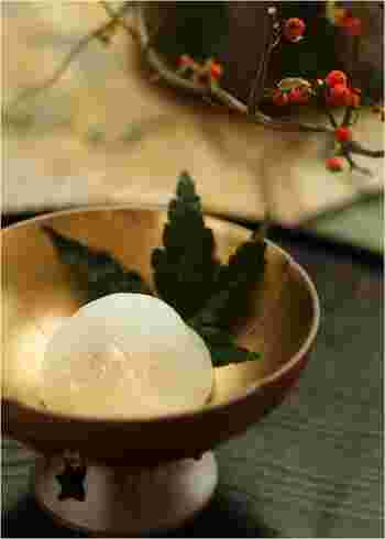 和食の後のデザートには、やっぱり和菓子が似合います。白あんとブドウの絶妙なコンビネーションは、ヤミツキになりそうです。