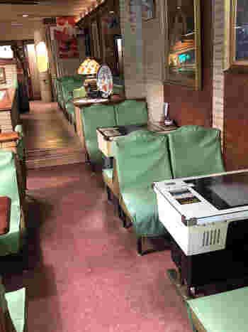 1959年創業の「PINE TREE(パインツリー)」は、熱海銀座商店街にある昭和レトロな喫茶店です。店内には、昔懐かしいインベーダーゲームも。