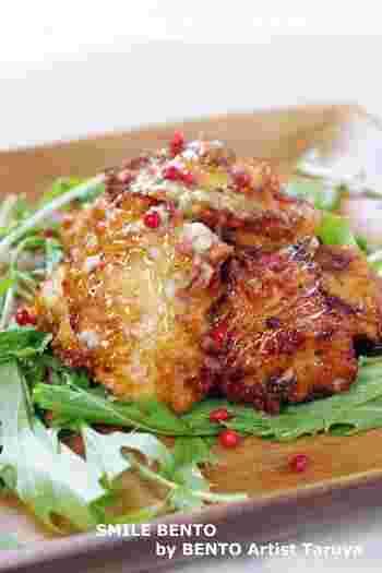 お弁当の定番である唐揚げを、柚子胡椒を使って大人風味に。ピンクペッパーなど散りばめると爽やかさの相乗効果♪